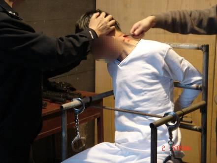 An Herrn Lei Ming angewendete Foltermethoden, der über den