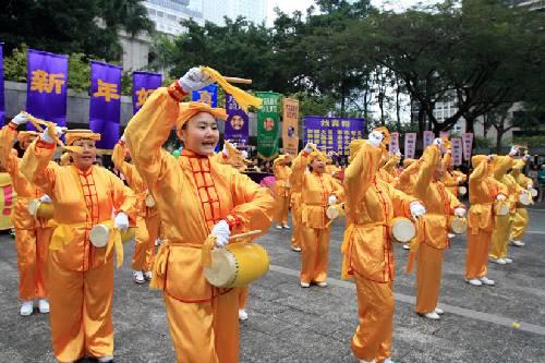 Falun Dafa Praktizierende aus Übersee wünschen dem verehrten Meister ...