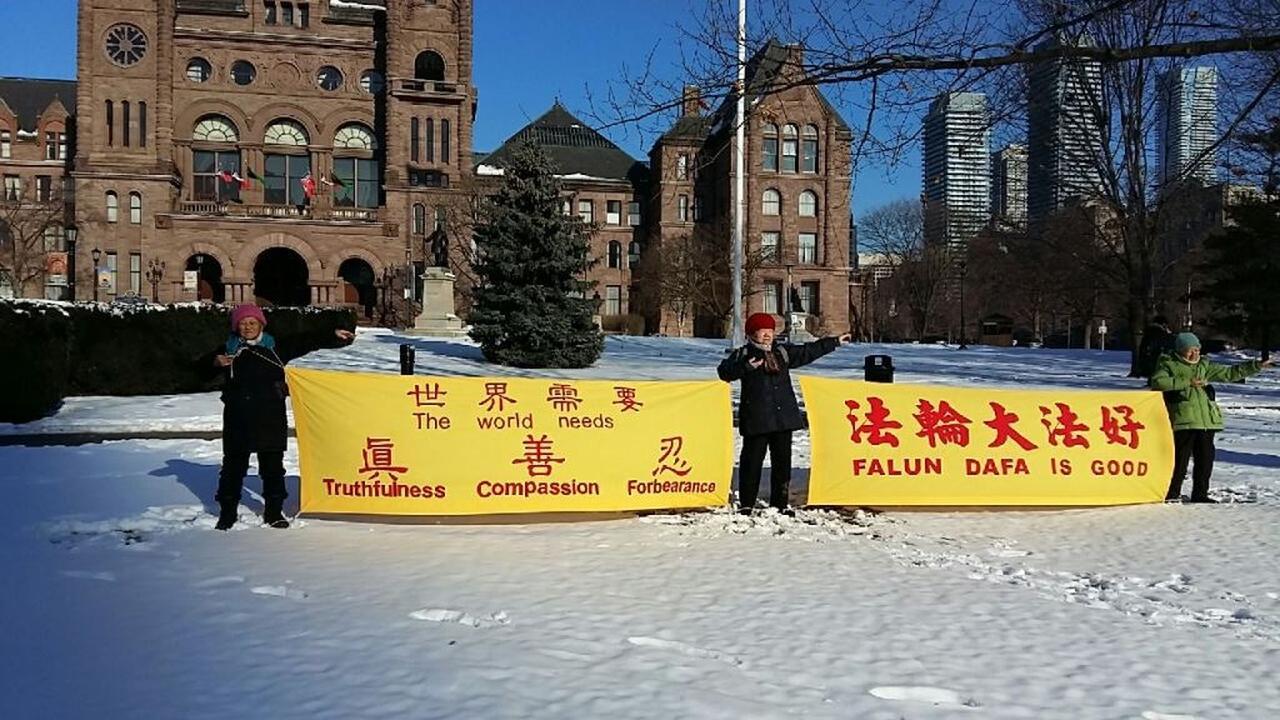 Falun-Gong-Praktizierende aus Toronto wünschen Meister Li Hongzhi ...